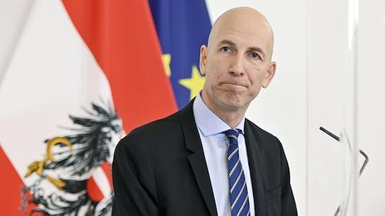 Arbeitsminister Martin Kocherstand bislang dafür, zuerst die Asylberechtigten am Arbeitsmarkt unterbringen zu wollen.
