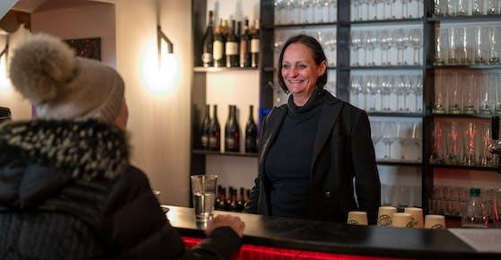 """Gastronomin Alexandra Pervulesko (51) Montagnachmittag in ihrem """"Badcafe""""."""