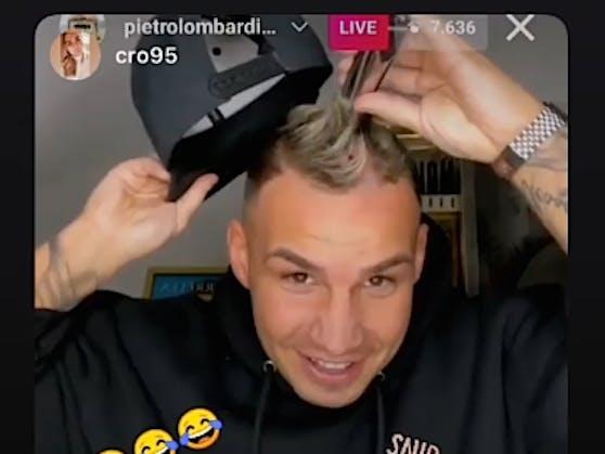 Wettschulden sind Ehrenschulden: Pietro Lombardi greift im Instagram-Livestream zum Rasierer und schert sich eine Glatze.