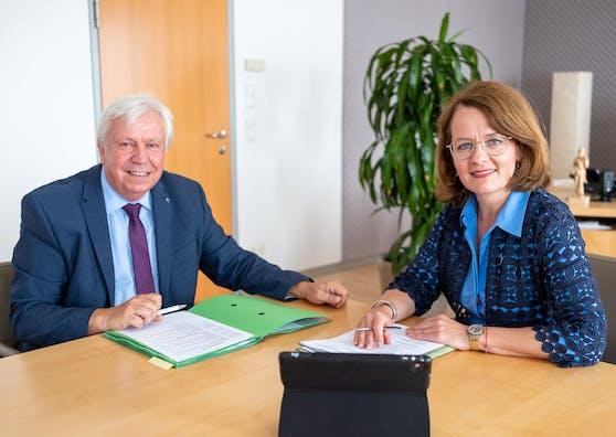 Bildungs-Landesrätin Christiane Teschl-Hofmeister und Bildungsdirektor Johann Heuras