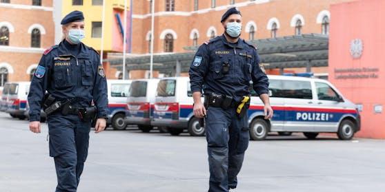 Beamte der Bereitschaftseinheit ertappten einen mutmaßlichen Koks-Dealer in Wien-Mariahilf (Symbolfoto)