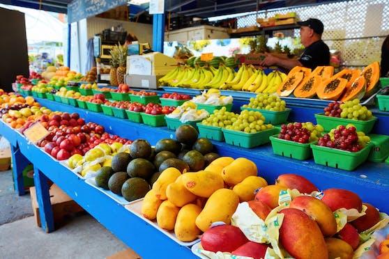 Es gibt eine Tropenfrucht, von der man besser nicht zu viel essen sollte.