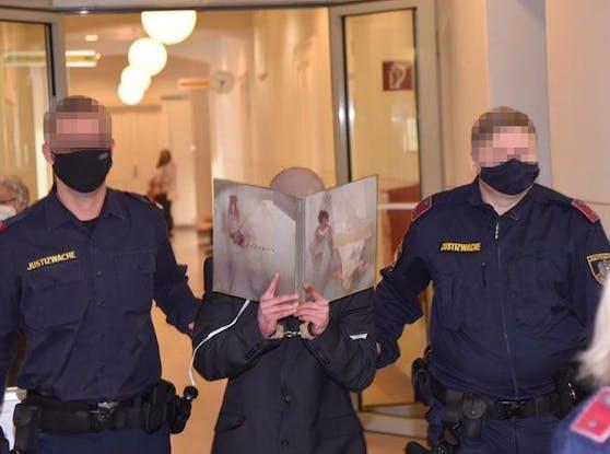 Markus H. (30) am Weg in den Gerichtssaal