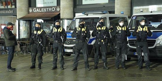 Massives Polizeiaufgebot auf dem Kölner Hauptbahnhof. Archivbild.