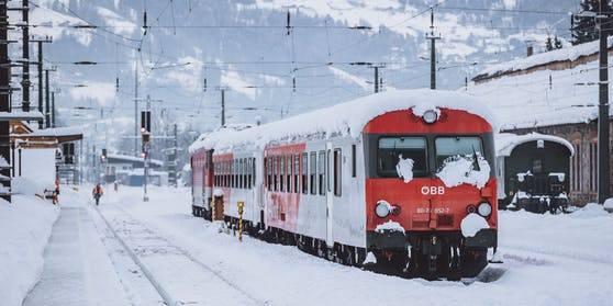 Ein Regionalzug der ÖBB pralle in der Gemeinde Eberndorf gegen einen Klein-Lkw (Symbolbild)