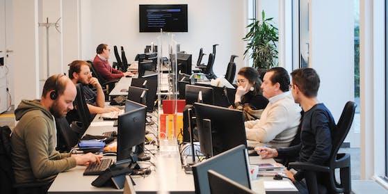 """Das """"Heute""""-Team im Newsroom in der Wiener City"""