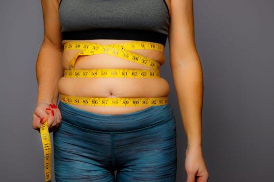 """Körperfett-Experte Alexxander Bartelt erklärt in seinem neuen Buch """"Der Fettversteher"""", wie Abnehmen wirklich geht."""