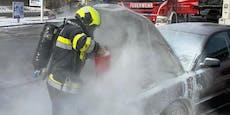 Pkw geht nachAutowäsche bei Tankstellein Flammen auf