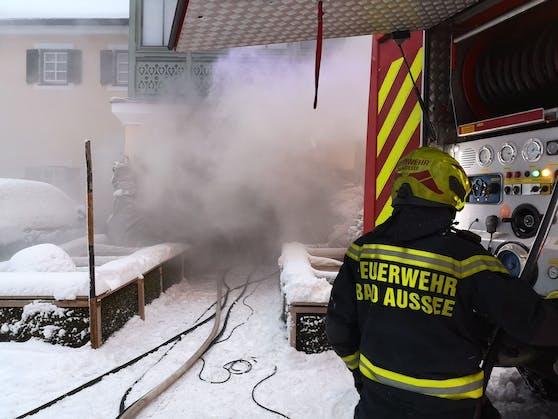 In Bad Aussee sind am Mittwoch (13.01.2021) zahlreiche Feuerwehren im Löscheinsatz.