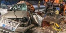 Pkw-Lenker bei Crash in Schneepflug schwer verletzt