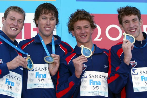 Klete Keller (Zweiter von links) gewann mit der US-Staffel Olympiagold. Rechts im Bild: Superstar Michael Phelps.
