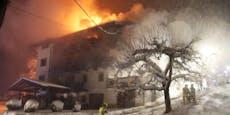 Großeinsatz – 300 Jahre altes Bauernhaus in Flammen