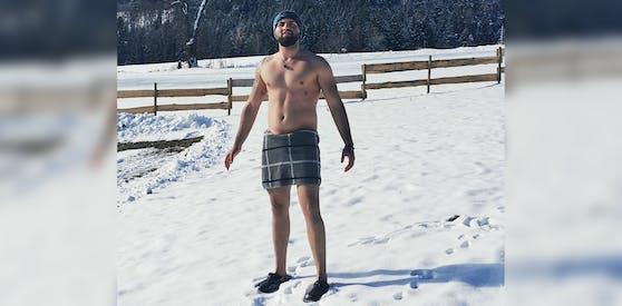Zum Schwimmen trägt Benjamin meistens noch ein T-Shirt gegen Kälteausschlag