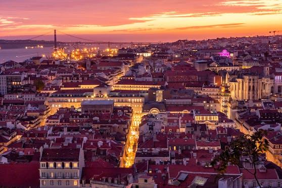Abendstimmung über Lissabon vom Castelo Sai Jorge aus.