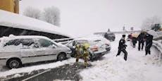 Starke Schneefälle schieben Autos in Unfall-Chaos