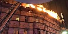 Feuerwehr stundenlang bei Dachbrand in Wien im Einsatz