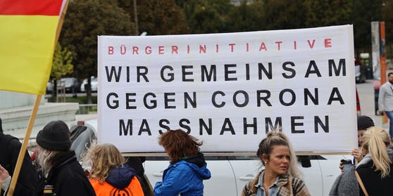 Bis zu 30.000 Menschen gehen heute in Wien gegen die Corona-Maßnahmen der Regierung auf die Straße.
