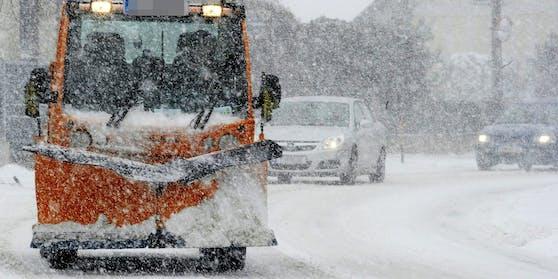 Ein 11-jähriges Mädchen aus Lustenau beim Spielen im Schnee von einem Schneepflug verschüttet (Symbolfoto).