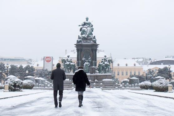 Der eingeschneite Maria-Theresien-Platz in der Wiener City.