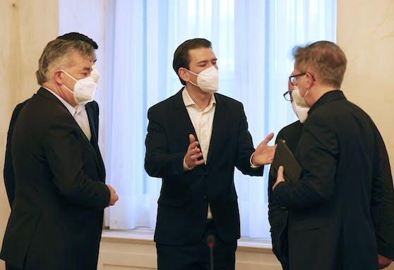 Verhandlungs-Marathon: Vizekanzler Werner Kogler, Bundeskanzler Sebastian Kurz und Gesundheitsminister Rudolf Anschober.