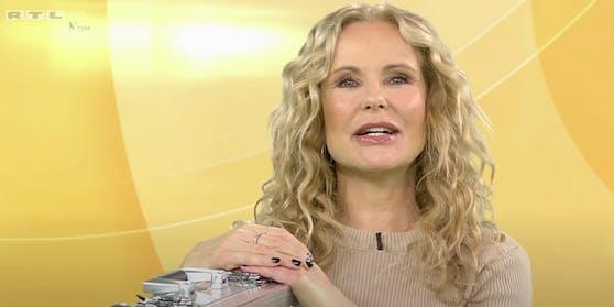 """RTL-Moderatorin Katja Burkard ist für ihre Lockenpracht bekannt. Ihre neue Frisur sehen Kritiker auf Facebook hingegen als """"Provokation""""."""