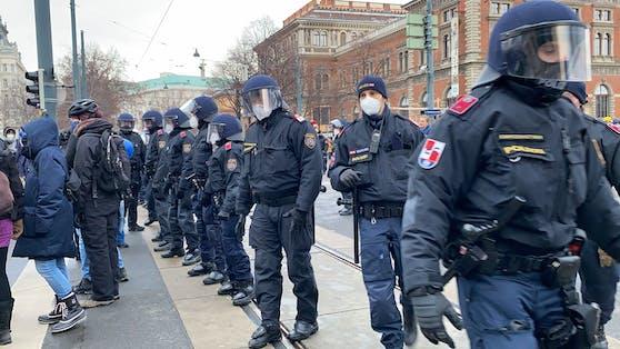 Polizeiaufgebot im Zuge einer Demonstration in Wien. Symbolbild.