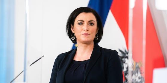 Tourismusministerin Elisabeth Köstinger kündigt ein Treffen mit Gastro-Vertretern an. Archivbild.