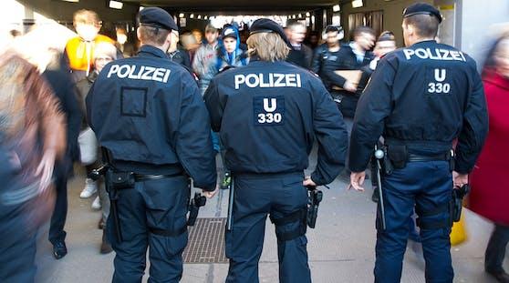 Wegen Verstößen gegen die Corona-Verordnungen steht die Polizei landesweit im Dauereinsatz.