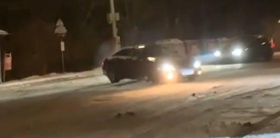 Hier sieht man die Tuner in Action beim Driften am Parkplatz.