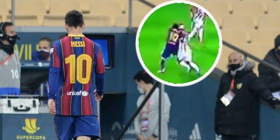 Lionel Messi schleicht nach seinem Schlag und der Roten Karte vom Platz.