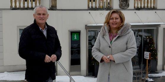 Der scheidende Bürgermeister Robert Altschach und seine designierte Nachfolgerin Eunike Grahofer.