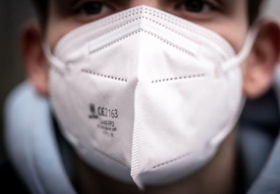 FFP2-Masken werden in Öffis und im Handel ab dem 25. Jänner vorgeschrieben.