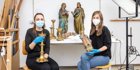 Marina und Ana arbeiten in der Werkstatt in der Votivkirche