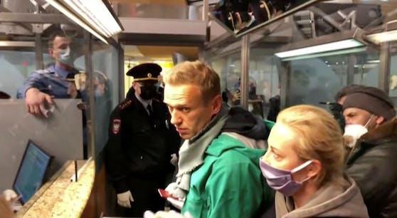 Kreml- und Putin-Kritiker Alexej Nawalny kehrte am Sonntag mit dem Flugzeug nach Russland zurück.