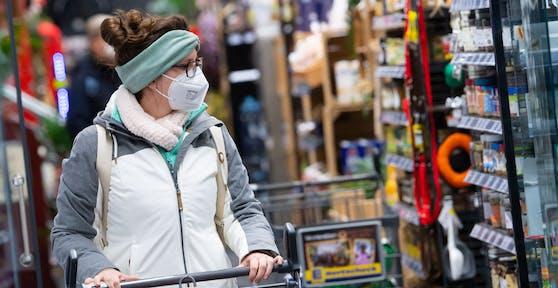 FFP2-Masken müssen im Handel getragen werden.