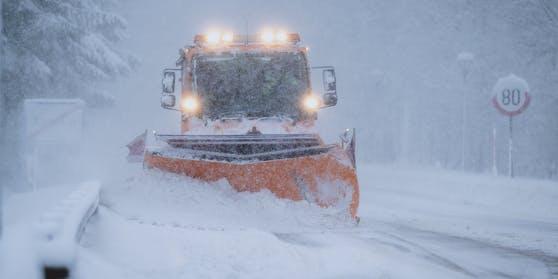 Der Winterdienst steht im Dauereinsatz.