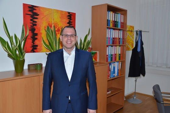 Der Bürgermeister von Pottendorf Thomas Sabbata-Valteiner