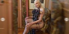 Was trägt nackte Vivienne Westwood hier?