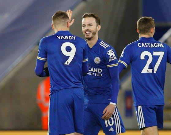 Leicester City übernimmt die Tabellenführung.