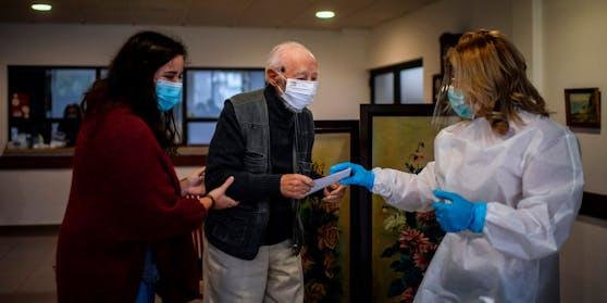 43 Prozent aller, seit Ausbruch der Pandemie registrierten und mit einer Corona-Erkrankung in Zusammenhang stehenden Todesfälle, wurden in Österreichs Alters-und Pflegeheimen verzeichnet.