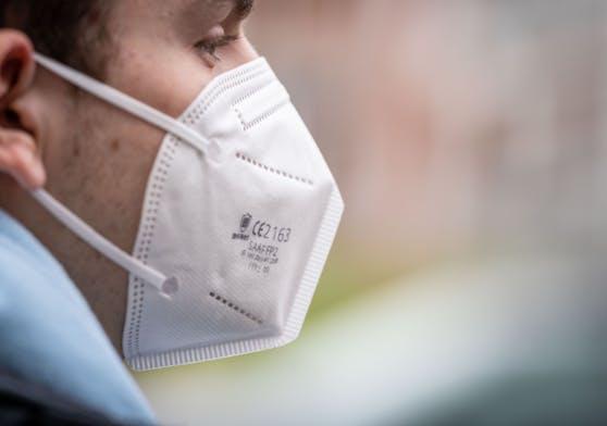 FFP2-Masken sollten nicht länger als zwei Stunden getragen werden.