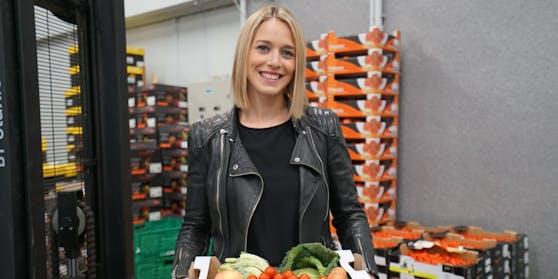 """Mariella Gittler zeigt die """"guten Superfoods""""."""