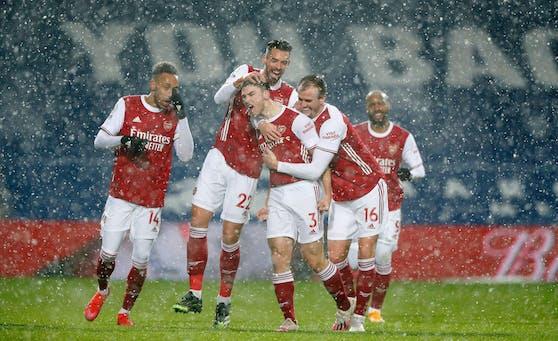 Arsenal jubelt im Schneeregen.