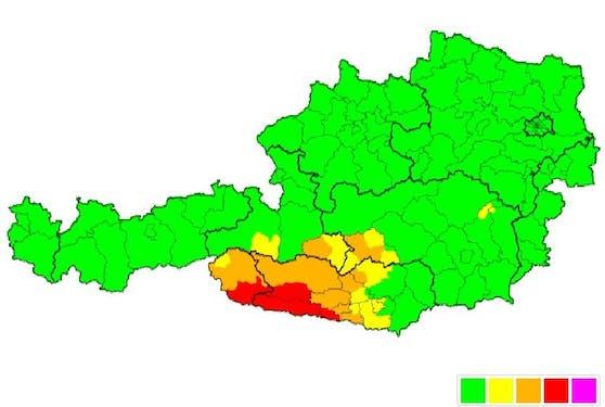 In diesen Bereichen gilt eine rote Unwetterwarnung wegen heftigen Schneefalls.