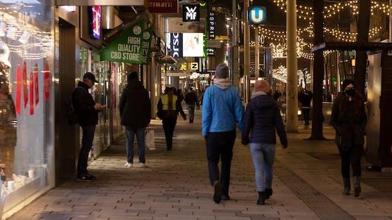 Menschen auf der Mariahilferstraße in Wien