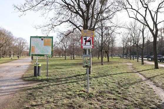 Der Verfassungsgerichtshof gab einer Beschwerdeführerin Recht und hob die Hundeverbotszone bei der Jesuitenwiese in der Leopoldstadt als gesetzeswidrig auf.