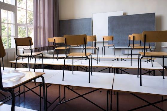 Symbolbild einer leeren Schulklasse