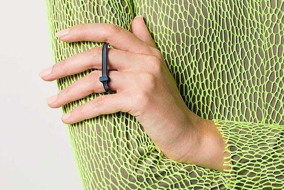 Das japanische Label AMBUSH überrascht mit einem Kabelbinder-Ring.
