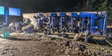 Tonnen von Fleisch nach Lkw-Crash auf A2 verstreut