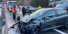 Kilometerlanger Stau nach Unfall mit mehreren Autos